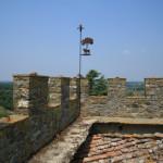 Castello il Palagio, le mura merlate